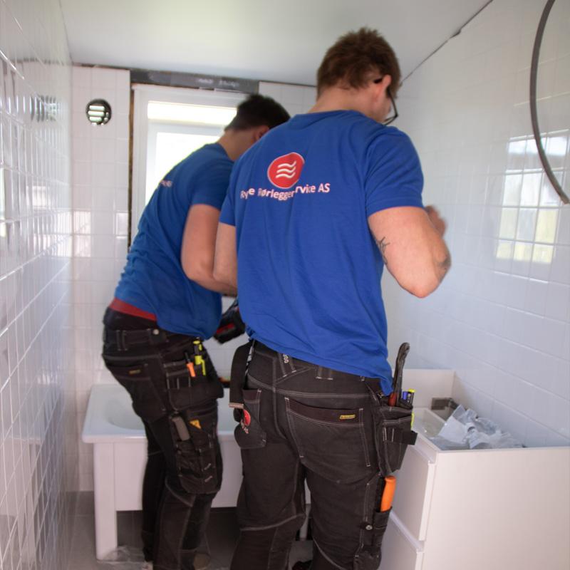 Rygge Rørleggerservice sluttmonterer bad på Jeløy